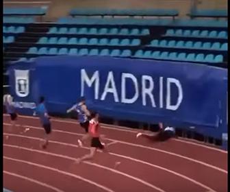 【衝撃】60m走でゴールした選手が止まれず隙間から通路に落下してしまう衝撃映像