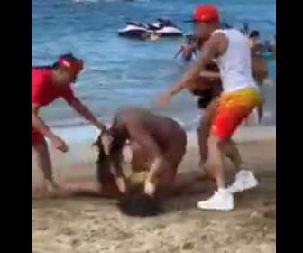 【喧嘩】ビキニ女性2人がビーチで激しい殴り合い