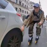 【事故】ローラーブレードでロンドンの街を走る男性。突然開いた車のドアに激突してしまう。