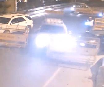 【衝撃】警察の検問を強引に突破する車