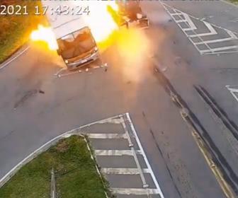 【事故】猛スピードのタンクローリーが車に突っ込み対向車のバスと接触、炎上する事故映像
