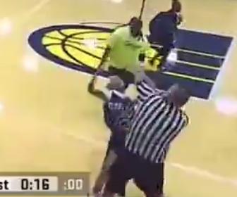 【暴行】女子バスケットボールの試合で審判に観客や女子選手が殴りかかる衝撃映像