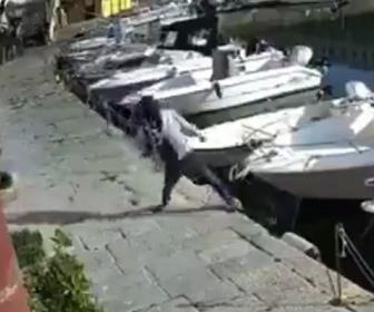 【衝撃】ポールを蹴り倒そうとする男に罰が当たる