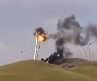 【衝撃】風車が炎上し倒れてしまう