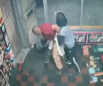 【暴行】アジア人憎悪犯罪 アジア人女性店員2人に男がレンガで殴りかかる衝撃映像