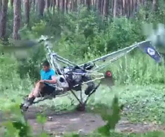 【衝撃】自作ヘリコプターの離陸テストをするがバランスを崩し…