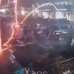 【衝撃】工場で溶けた鉄が作業員に降ってくる衝撃映像
