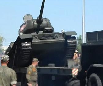 【事故】ロシアの軍事パレードで伝説の戦車T-34が横転