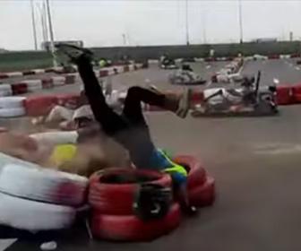 【事故】猛スピードのゴーカートがスタッフに突っ込んでしまう衝撃映像