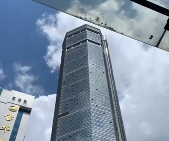 【衝撃】中国・深センで超高層ビルが突然揺れ、都心がパニックになる衝撃映像