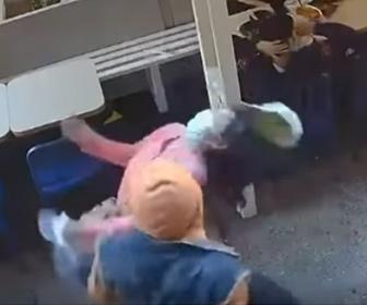 【暴行】ニューヨークでアジア人女性が男に突然顔を殴られる一部始終、ヘイトクライムか