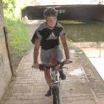 【事故】運河沿いを走る自転車がカーブで自転車と正面衝突し運河に落下してしまう
