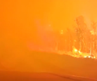 【衝撃】山火事の中を走るドラレコ映像が怖すぎる