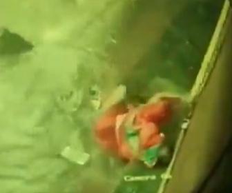 【洪水】大雨でマンホールが見えなくなり、女性が次々とマンホールに落ちてしまう