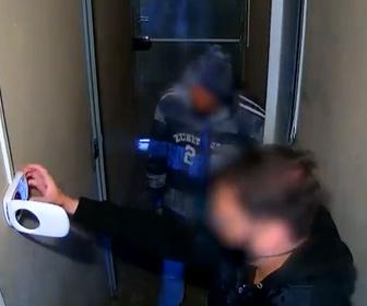 【強盗】銃を持った男達が宝石店に侵入しようとするがすぐに警察官が駆けつけ逮捕される