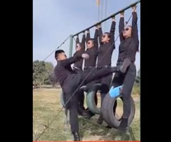 【動画】中国軍、女性兵士の訓練がヤバすぎる!
