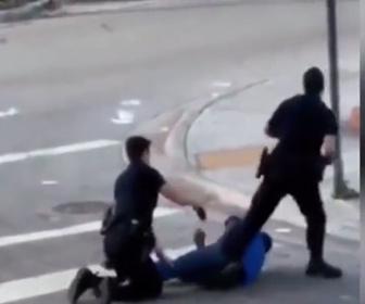【動画】警察官2人がホームレスを取り押さえようとしてテーザー銃を使うが…