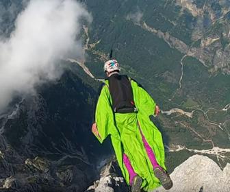 【動画】断崖絶壁から飛び降りる。ウィングスーツフライング映像が凄い