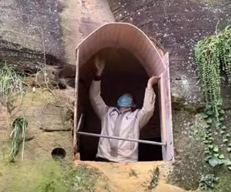【動画】山を削って穴を掘り、家を作る男性が凄い