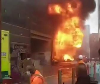 【動画】ロンドン中心部の駅で大規模な火災と爆発