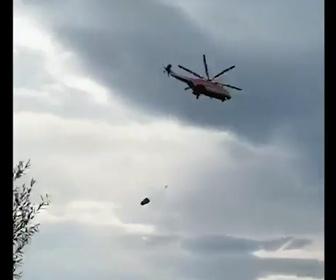 【動画】消火作業中のヘリコプターがコントロールを失い墜落してしまう事故映像