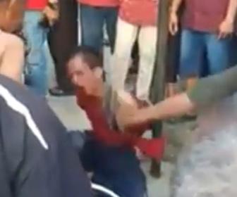 【動画】泥棒が捕まって縛られ群衆から暴行をうける衝撃映像