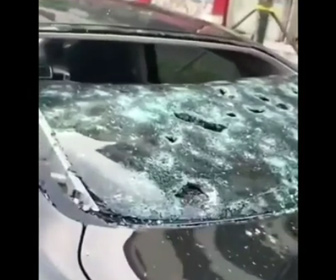 【動画】巨大な雹が降り駐車車両が破壊されてしまう