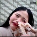 【動画】女性の顔にタコが吸いつき必死に引っ張手も離れない