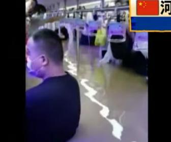 【動画】中国で千年に一度の大雨。地下鉄が冠水し車が濁流に流される