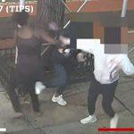 【動画】アジア人女性が黒人女に突然襲われハンマーで頭を殴られる