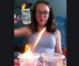 【動画】女性がアルコールに浸したお札に火をつけるが…