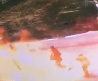 【動画】道路工事中のショベルカーがガス管を傷つけ大爆発が起きてしまう
