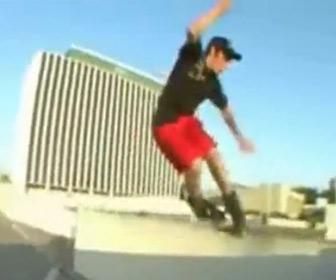 【動画】インラインスケートでトリック失敗。股間を強打してしまう