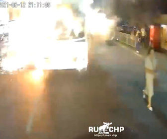 【動画】車道でバスが突然大爆発。14名が負傷してしまう衝撃映像