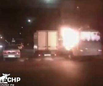 【動画】ロシアで路線バスが突然爆発、2人死亡