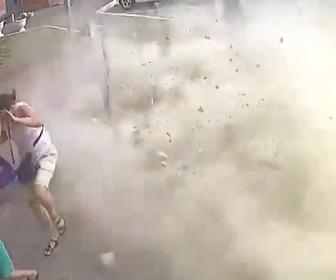 【動画】マンション19階の壁が突然落下、下の駐車場にいた人達に降ってくる衝撃映像