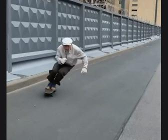 【動画】スケボーが上手い73歳のおじいさん