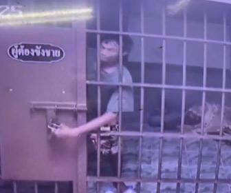 【動画】囚人がカギを開けて牢屋から脱出する衝撃映像