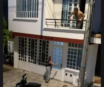 【動画】家で浮気中に嫁が帰ってくるが近所の人達に助けてもらい浮気女が逃げる