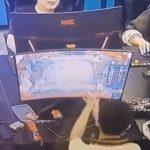 【動画】オンラインゲームが上手くいかずモニターを殴って壊してしまう男