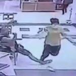 【動画】女子高生がショッピングモールの貴金属店で強盗。ナイフで店員を脅し43個の金のネックレスを奪うが…