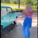 【動画】洗車場で車を洗う女性。シャワーノズルの勢いが凄すぎ女性が飛ばされてしまう衝撃映像