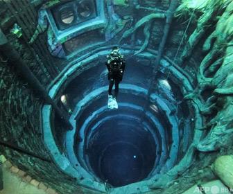 【動画】水深 60m!「水没都市」が広がる「世界一深いプール」が凄すぎると話題に!
