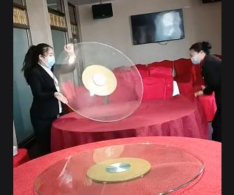 【動画】中華料理のテーブルセッティングをする2人の女性店員が凄い!