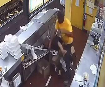 【動画】怒った客が厨房に入ってくるが…