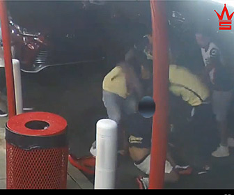 【動画】フーリガンがレストランで男性に襲いかかる衝撃映像