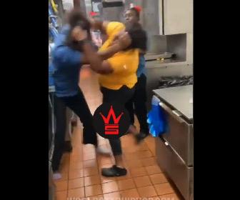 【動画】マクドナルドマネージャーの女性が従業員の女性と激しい殴り合いになる