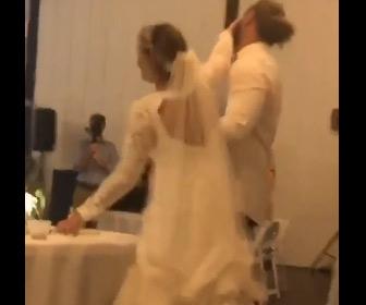 【動画】結婚式で新婦が新婦の顔にふざけてケーキをつけるが怒った新郎が…