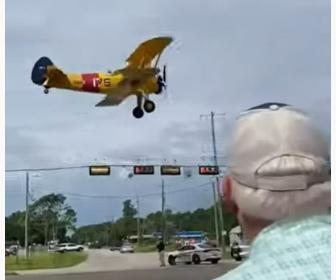【動画】小型機が信号機に激突し墜落してしまう事故映像