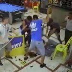 【動画】ビリヤード場に銃を持った強盗2人が現れるが客と店員が反撃し…